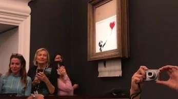 Bei den Proben hat noch alles reibungslos funktioniert, bei der Versteigerung wird Banksy Werk «Girl with Balloon» allerdings nur teilweise geschreddert.