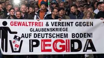 Die ausländer- und islamfeindliche Pegida-Bewegung feiert an diesem Sonntag in Dresden vierjähriges Bestehen.