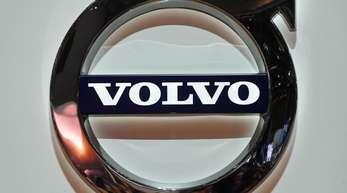 Ein Volvo-Logo, aufgenommen beim Genfer Autosalon am zweiten Pressetag.