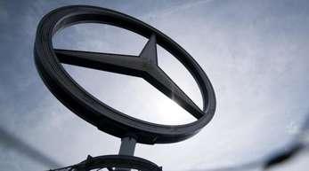 Der Daimler-Konzern erwartet in diesem Jahr einen geringeren Gewinn als bisher angenommen.