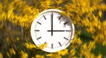 Die meisten Deutschen wollen die Zeitumstellung abschaffen. Mehr als jeder Vierte berichtet von gesundheitlichen Problemen bei der Umstellung auf die Winterzeit.