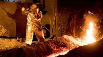 Beim Stahlgipfel geht um den Erhalt von Standorten und Zehntausenden Jobs.