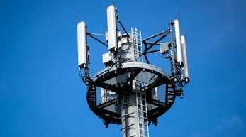 Die Mobilfunkbetreiber verweisen darauf, dass eine hundertprozentige Flächenabdeckung technisch nicht notwendig und betriebswirtschaftlich nicht vertretbar sei.