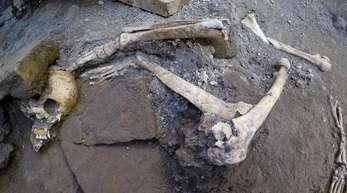 Teile eines Skeletts in Pompeji.