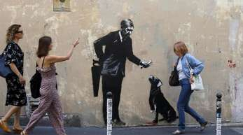 Ein Graffiti in Paris, das Banksy zugeschrieben wird.
