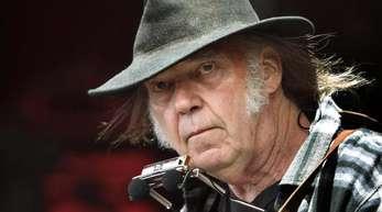 Der kanadische Rockmusiker Neil Young hat zum dritten Mal geheiratet.