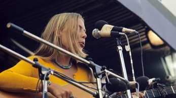 Joni Mitchell 1970 beim legendären Isle Of Wight Festival.