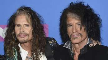 Steven Tyler (l) und Joe Perry von Aerosmith bei den MTV Video Music Awards 2018.