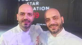 Die Zwillingsbrüder Thomas (l) und Mathias Sühring freuen sich über ihren zweiten Michelin-Stern. Das Bruderpaar betreibt seit 2017 in Thailands Hauptstadt ein eigenes Restaurant.
