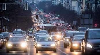 Der deutsche Handel wehrt sich gegen die in immer mehr Städten drohenden Diesel-Fahrverbote.