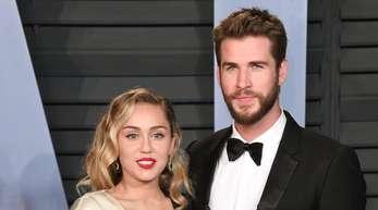 Selbst ausgebrannt, versuchen Miley Cyrus und Liam Hemsworth mit Geld zu helfen.