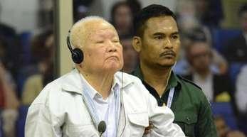 Khieu Samphan, ehemaliges Staatsoberhaupt der Roten Khmer, während einer Anhörung vor dem von der UNO unterstützten Kriegsverbrechertribunal in Phnom Penh.