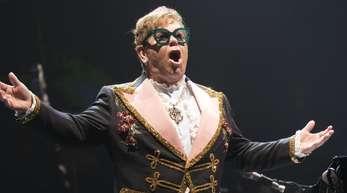 Elton John hat zu Weihnachten einen sehr emotionalen Spot aufgenommen.