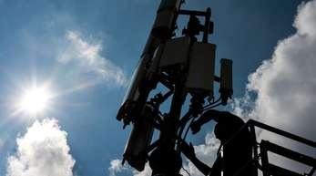 Bis Ende 2024 soll an allen Bundes- und Landstraßen sowie an Zugstrecken, Häfen und den wichtigsten Wasserstraßen schnelles mobiles Internet verfügbar sein.