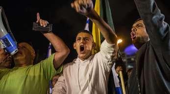 Wutentbrannt: Israelis demonstrieren gegen den Waffenstillstand mit der radikal-islamischen Hamas.