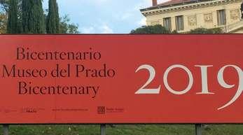 Mit großen Plakaten wirbt der Prado für die Feierlichkeiten anlässlich seines 200-jährigen Jubiläums.