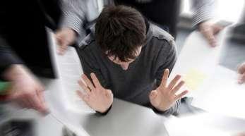 Viele Arbeitnehmer in Deutschland leiden einer neuen Studie zufolge zunehmend unter Digital-Stress.