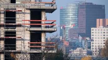 Um die große Nachfrage nach Wohnungen zu decken, müssen nach Einschätzung von Politik und Bauwirtschaft jährlich 350.000 bis 400000 Wohnungen in Deutschland entstehen.