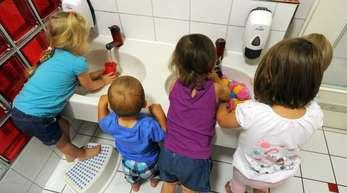 Mit höherem Kindergeld steigt die Wahrscheinlichkeit, dass Kinder in einer Kita betreut werden.