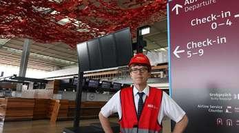 Flughafenchef Engelbert Lütke Daldrup in einem Terminal des BER.