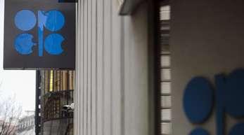 Opec-Hauptquartier in Wien: Das Ölkartell ist zuletzt unter Druck geraten, weil der Ölpreis von Anfang Oktober bis Anfang Dezember von mehr als 85 US-Dollar pro Barrel auf weniger als 60 Dollar abgestürzt ist.