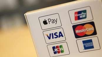 Einer von vielen: Bei Apple Pay kann man im Laden mit dem iPhone oder der Apple Watch wie mit einer Kreditkarte bezahlen.