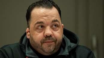 Niels Högel, angeklagt wegen Mordes an 100 Patienten an den Kliniken in Delmenhorst und Oldenburg, im Gerichtssaal.