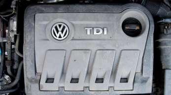 VW Touran mit einem vom Abgas-Skandal betroffenen Dieselmotor vom Typ EA189 - Volkswagen muss sich jetzt auf Verbraucherklagen einstellen.
