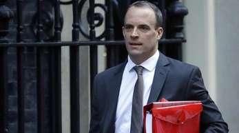 Als möglicher May-Nachfolger wird unter anderem der zurückgetretene Brexit-Minister Dominic Raab genannt.
