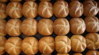 Laut Ladenschlussgesetz des Bundes dürfen Bäckereien am Sonntag höchstens drei Stunden lang Semmeln und Brezen verkaufen.