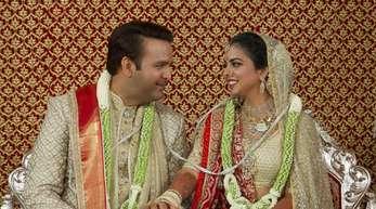 Isha Ambani (r) und Anand Piramal bei ihrer Hochzeit.