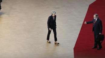 Sehr allein: Die britische Regierungschefin Theresa May beim EU-Gipfel.