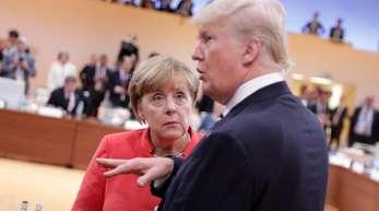 Der Präsident der Vereinigten Staaten von Amerika, Donald Trump, und Bundeskanzlerin Angela Merkel kommen beim G20-Gipfel 2017 in Hamburg zusammen. Die Art zu Blinzeln hat Einfluss auf das Redeverhalten eines Gesprächspartners.