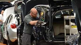 Opel-Produktion in Rüsselsheim: Die zum PSA-Konzern gehörende Marke Opel verzeichnete zusammen mit Vauxhall ein Minus von 7,7 Prozent
