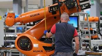 Produktion bei Kuka in Augsburg: In der Vergangenheit hatte unter anderem die Übernahme des Roboterherstellers durch den chinesischen Midea-Konzern Debatten über einen möglichen Technologietransfer befeuert.