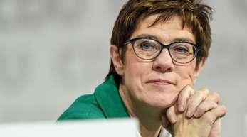 Annegret Kramp-Karrenbauer ist neue CDU-Vorsitzende - sowie sie und ihre Vorgängerin Bundeskanzlerin Angela Merkel es letztlich wohl geplant hatten.