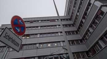 Die Zentrale des Hessischen Landeskriminalamtes: Das LKA ermittelt weiter im Fall einer offenbar rechtsextremen Chatgruppe innerhalb der Polizei in Frankfurt.