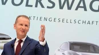 VW-Konzernchef Herbert will das Unternehmen noch stärker umbauen als bisher geplant.