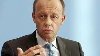 Lange Zeit war er kein Freund der Kanzlerin - doch jetzt traut sich Friedrich Merz ein Ministeramt in Angela Merkels Kabinett zu.