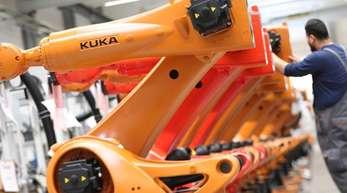 In der Vergangenheit hatte unter anderem die Übernahme des Roboterherstellers Kuka durch den chinesischen Midea-Konzern Debatten über einen möglichen Technologietransfer befeuert.