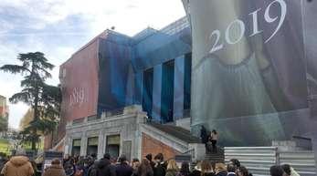 Die fast schon obligatorische Besucherschlange vor dem Prado.