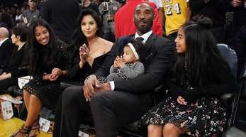 Superstar Kobe Bryant mit Tochter Gianna Maria-Onore (l-r), Ehefrau Vanessa Laine Bryant sowie den Töchtern Bianka Bella und Natalia Diamante.