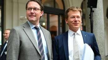 Andreas Scheuer (CSU), Bundesverkehrsminister (l), und Richard Lutz, Vorstandsvorsitzender der Deutsche Bahn AG.