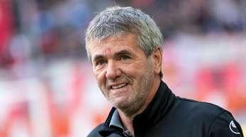 Nach eineigem Hin und Her hat Trainer Friedhelm Funkel bei Fortuna Düsseldorf seinen Vertrag verlängert.