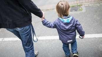 Die Zahl der Arztbesuche stieg demnach um 13 Prozent. Besonders betroffen sind laut der Studie Frauen und Eltern von kleinen Kindern.