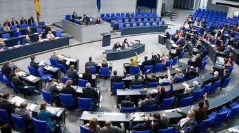 Sollen Georgien sowie die Maghreb-Staaten Tunesien, Algerien und Marokko als sichere Herkunftsstaaten gelten? Der Bundestag stimmt ab.
