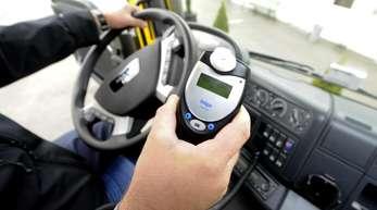 Ein elektronisches Alkolock-Gerät, das die Zündung außer Kraft setzt, wenn der Fahrer unter Alkoholeinfluss steht, wird vorgestellt.