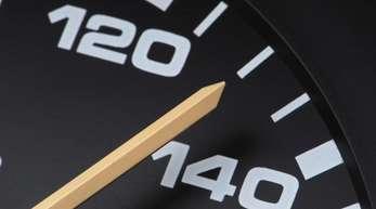 Am Freitag waren Überlegungen einer der Kommissions-Arbeitsgruppen bekannt geworden - darunter ein Tempolimit von 130 Kilometern pro Stunde auf Autobahnen.