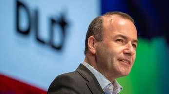 Digitalfirmen zahlten nach wie vor deutlich niedrigere Steuern als Unternehmen klassischer Branchen, sagte Weber auf der DLD-Konferenz.