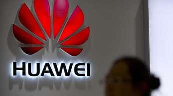 Das Huawei-Logo an einer Filiale des Konzerns in Peking.
